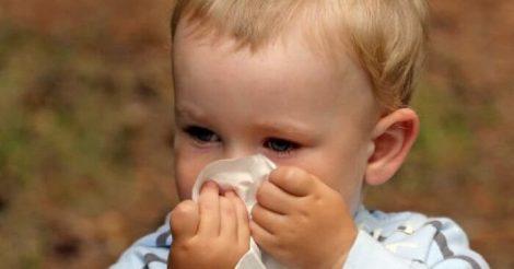 5 Cara Mengatasi Mimisan pada Anak