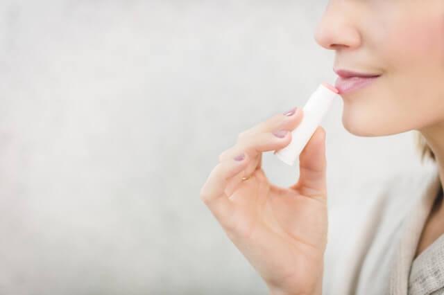 Lip Balm untuk Bibir Kering Aman atau Tidak